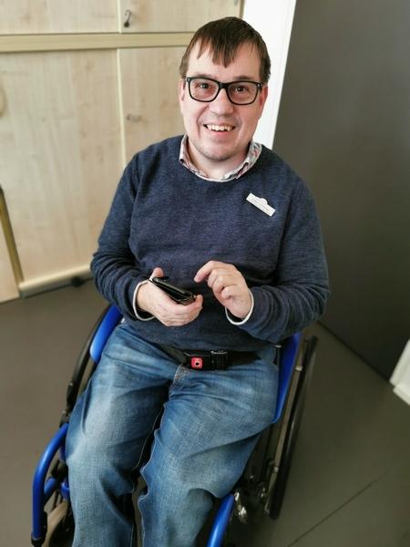 Jügrne Linnemann mit Handy